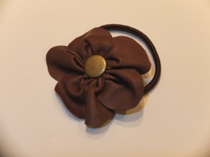 Læderblomst på elastik